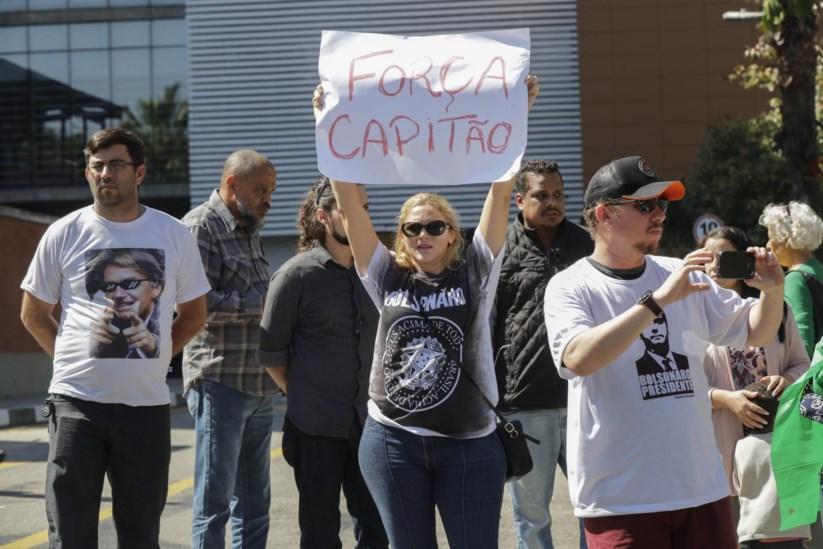 Partidários de Bolsonaro manifestam o seu apoio