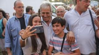 À chegada à Festa do <i>Avante!</i> Jerónimo de Sousa tirou fotografias e selfies com crianças e outros participantes