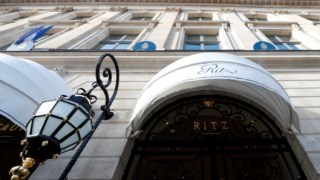 Este é o segundo roubo no famoso hotel parisiense.