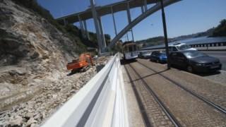 Partidos insugem-se contra construções na Escarpa da Arrábida. marginal do Douro