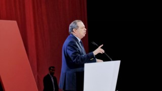 """Carlos César entrou em colisão com o Bloco esta semana alegando que o PS desconhecia a proposta da """"taxa Robles""""."""