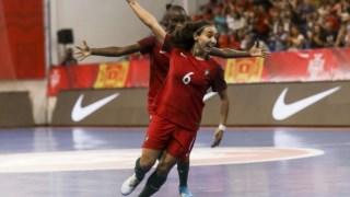 As jogadoras portuguesas festejam o triunfo sobre a Finlândia