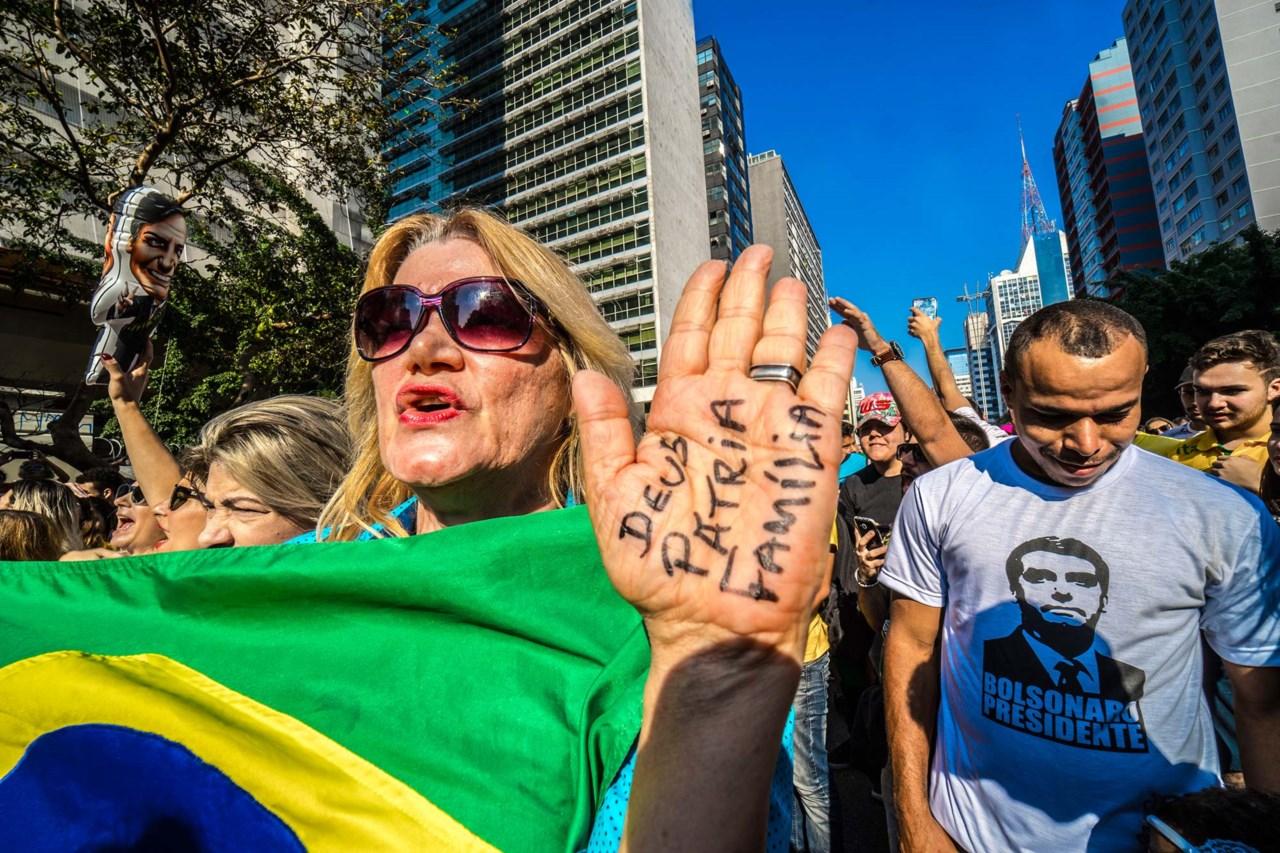 6c077ebabc8 Apoiantes de Jair Bolsonaro numa manifestação de apoio ao candidato de  extrema-direita na Avenida Paulista