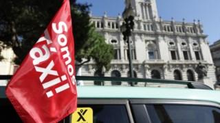 Há 2500 taxistas parados no Porto, em Lisboa e em Faro, ao fim de quatro dias, segundo diz a ANTRAL