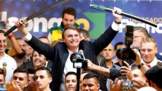 """Bolsonaro emerge nestas eleições como líder de um bloco conservador radical e paladino de um """"governo forte"""" e autoritário"""