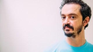 Valério Romão é o autor do livro <i>Da Família</i>, que valeu agora a Elisabeth Monteiro Rodrigues o pémio francês