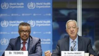 À esquerda, Tedros Adhanom Ghebreyesus, director-geral da OMS; e, à esquerda, Robert Steffen, presidente da reunião de emergência
