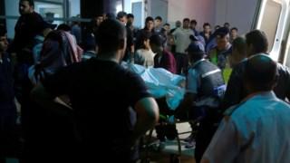 As equipas de salvamento conseguiram resgatar 34 pessoas, mas há vítimas em estado grave