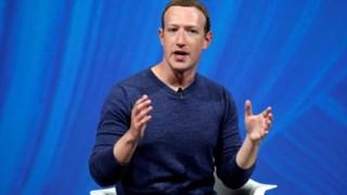 """Mark Zuckerberg diz que o futuro são as mensagens privadas e """"efémeras"""""""