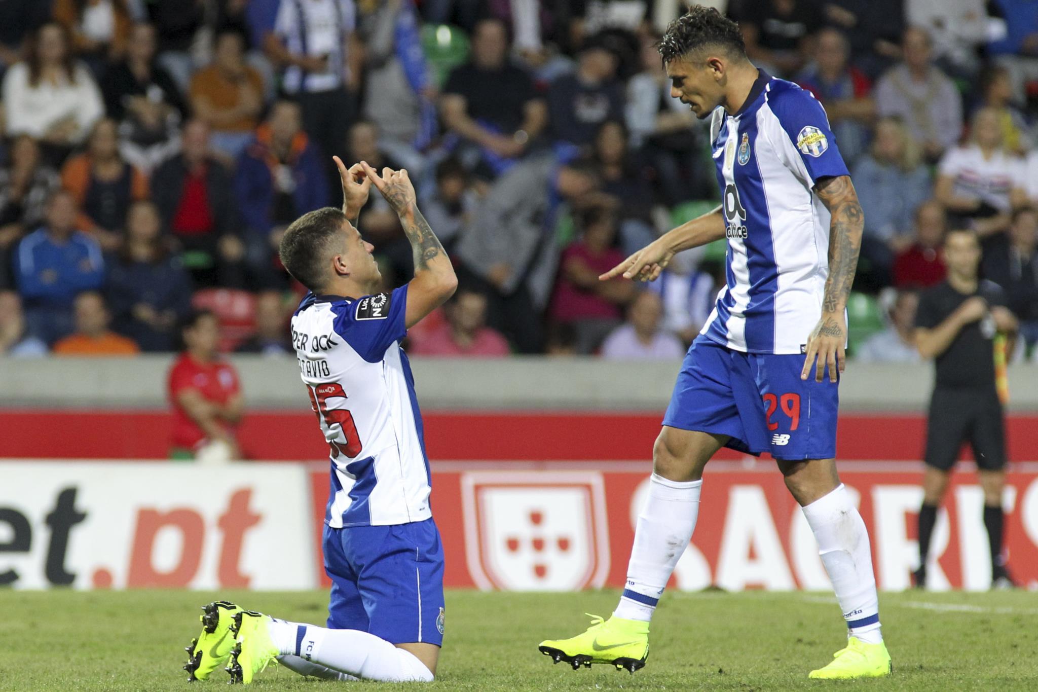 Resultado de imagem para FC Porto vence o Marítimo e é líder isolado