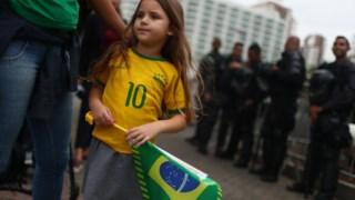 """Bolsonaro quer acabar com a """"doutrinação ideológica"""" nas escolas"""