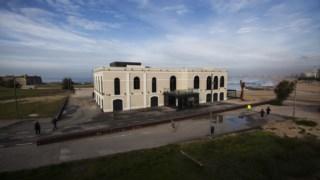 O Plano, a concretizar em dez, prevê a demolição de construções na linha de praia