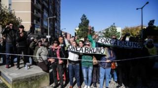 Apoiantes de Bruno de Carvalho à porta do Tribunal do Barreiro