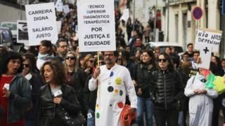 Os técnicos de diagnóstico e terapêutica marcharam até à Assembleia da República, a 29 Outubro, em protesto contra a estrutura da carreira imposta pelo Governo