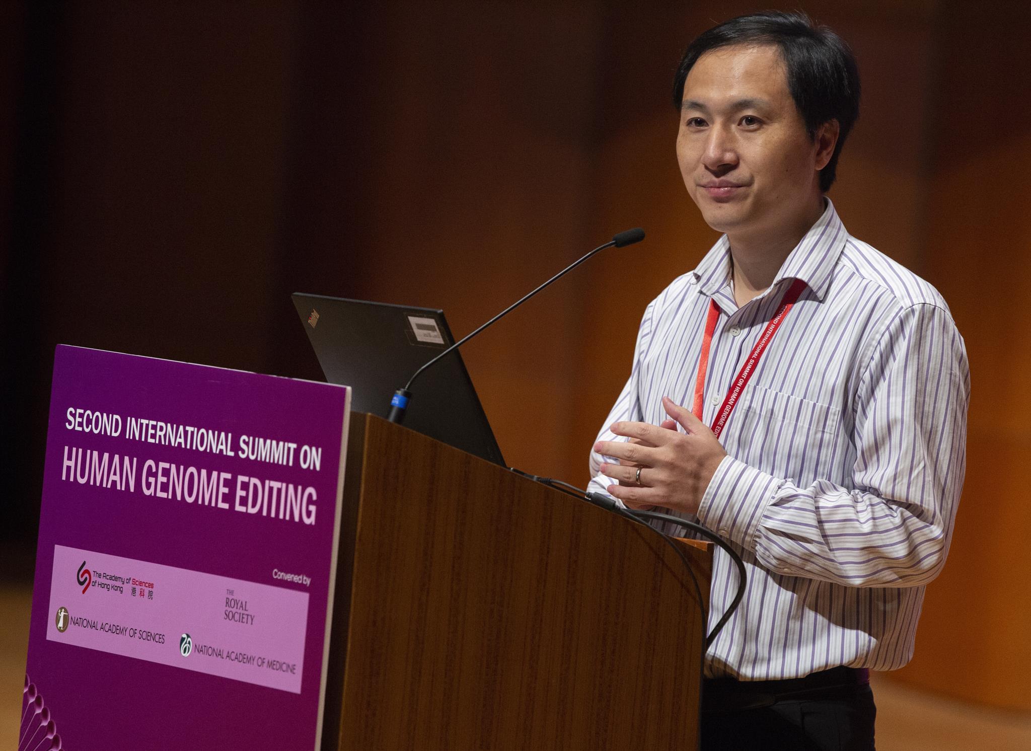 Cientista chinês que modificou gémeas geneticamente anuncia mais uma gravidez