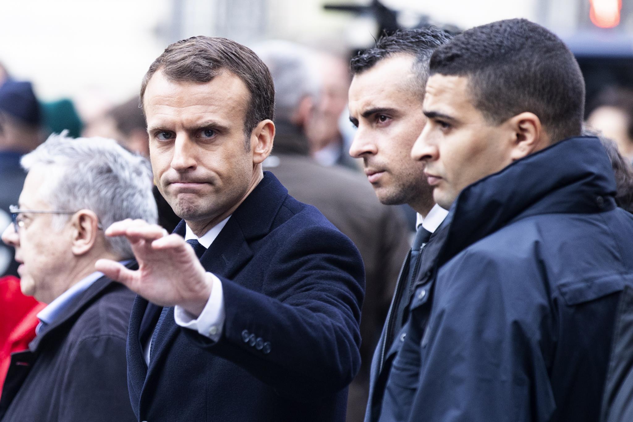 Resultado de imagem para fotos dos 'Coletes amarelos' voltam às ruas em dia de Paris deserta
