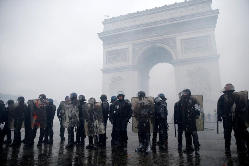 """Coletes amarelos""""  90 mil polícias mobilizados para mais um sábado ... 10a95a8d6f"""