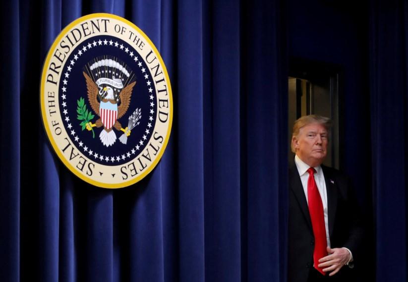 O Presidente Donald Trump exige verbas para o início da construção do muro