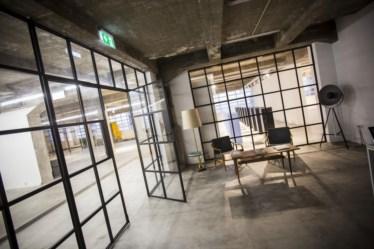 PÚBLICO - A galeria Nuno Centeno ocupa o que foram as oficinas da Cooperativa dos Pedreiros