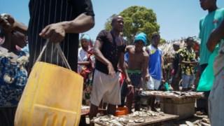 Mercado dos pescadores em Mocímboa da Praia, cidade que ficou sitiada durante dois dias após um ataque em Outubro de 2017