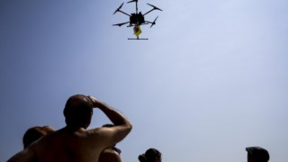 Governo quer drones proibidos de se aproximarem a 100 metros de edifícios críticos.