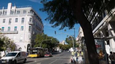 PÚBLICO - Local onde vai ser escavado o túnel a céu aberto (Av. D. Carlos I)