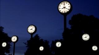 A decisão do Governo português vai contra a orientação europeia de se manter uma única hora