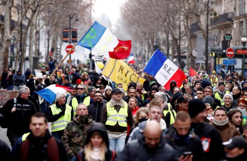 Coletes Amarelos  milhares em protesto em França pela nona vez   França    PÚBLICO 77af6d8c14