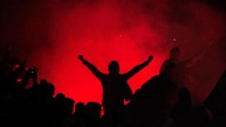 O suspeito terá estado envolvido nos confrontos com a polícia depois do jogo entre o Santa Clara e o Benfica, em Ponta Delgada, nos Açores