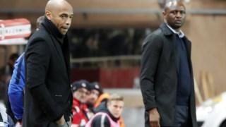Henry (esquerda) e Vieira (direita) em zonas técnicas opostas