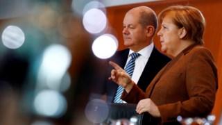 Olaf Scholz com Angela Merkel