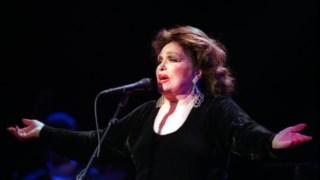 Bibi Ferreira em 2001, numa apresentação de <i>Bibi Vive Amália</i> no Casino de Espinho