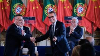 António Mexia e Lei Mingshan, líder da China Three Gorges, assinaram um protocolo de cooperação aquando da visita do presidente chinês a Portugal, em Dezembro