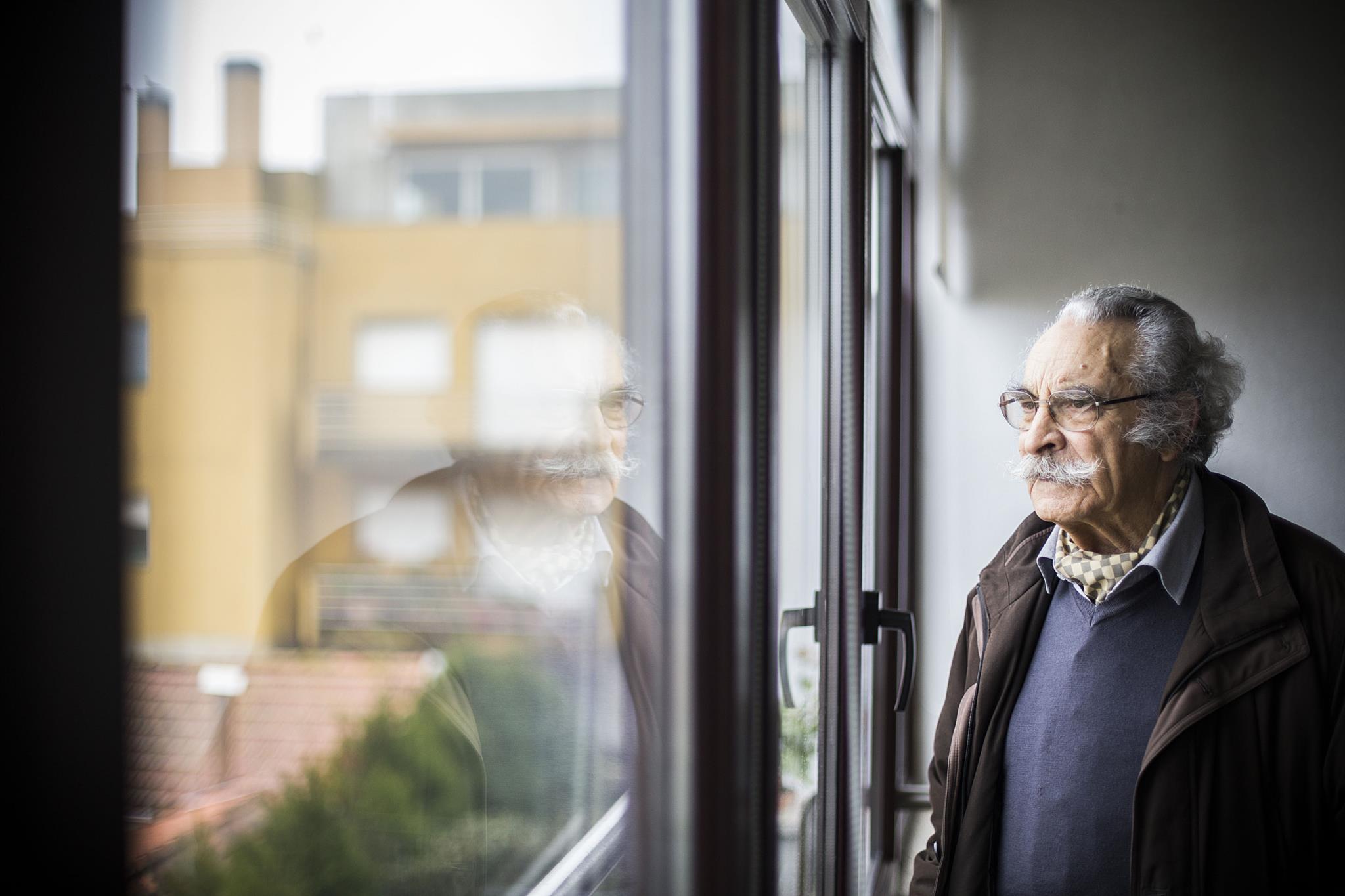 Resultado de imagem para Governo distingue o poeta Fernando Echevarría com a Medalha de Mérito Cultural