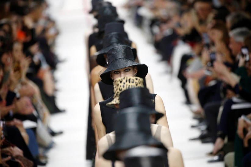 c1dd505fa46 Dior celebra os rebeldes anos 1950 numa Semana da Moda sem Lagerfeld ...