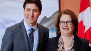 Jane Philpott à direita com Justin Trudeau
