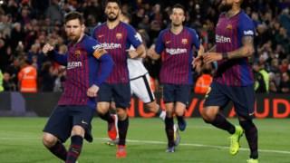 Jogadores do Barcelona festejam frente ao Rayo.