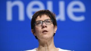 Kramp-Karrenbauer discorda de vários pontos defendidos por Macron
