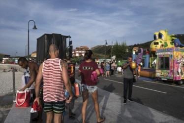 PÚBLICO - Feira na aldeia costeira de Arou