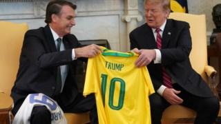 Bolsonaro ofereceu a Trump uma camisola da selecção brasileira