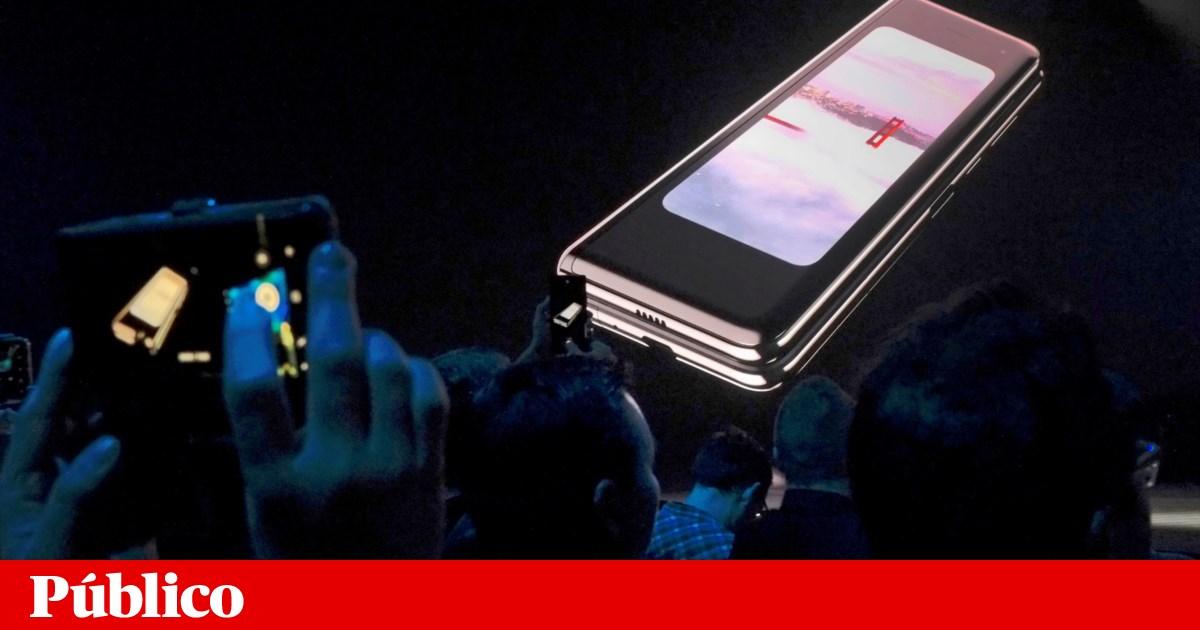 Samsung adia telemóveis dobráveis após ecrãs se estragarem nos testes da imprensa
