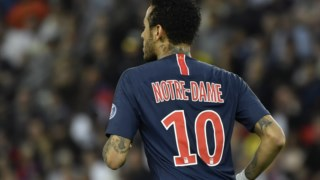 Neymar de costas com a camisola exclusiva do Paris Saint-Germain