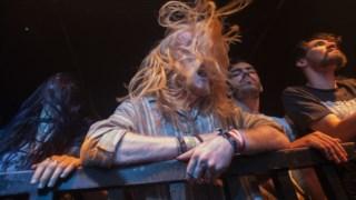 O público do Amplifest em 2015, no concerto de Altar of Plagues