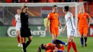 Stéphanie Frappart a arbitrar um jogo entre selecções