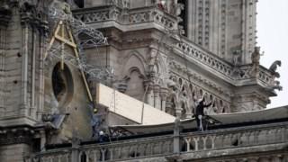 """Uma espécie de imenso """"guarda-chuva"""" deverá ser instalado para proteger o edifício das intempéries"""