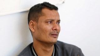 Um dos refugiados resgatados ao largo da costa da Tunísia