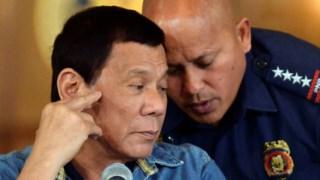 Roland dela Rosa, ao lado do Presidente Duterte, foi eleito para o Senado