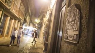 Obras no mítico bar portuense estão atrasadas