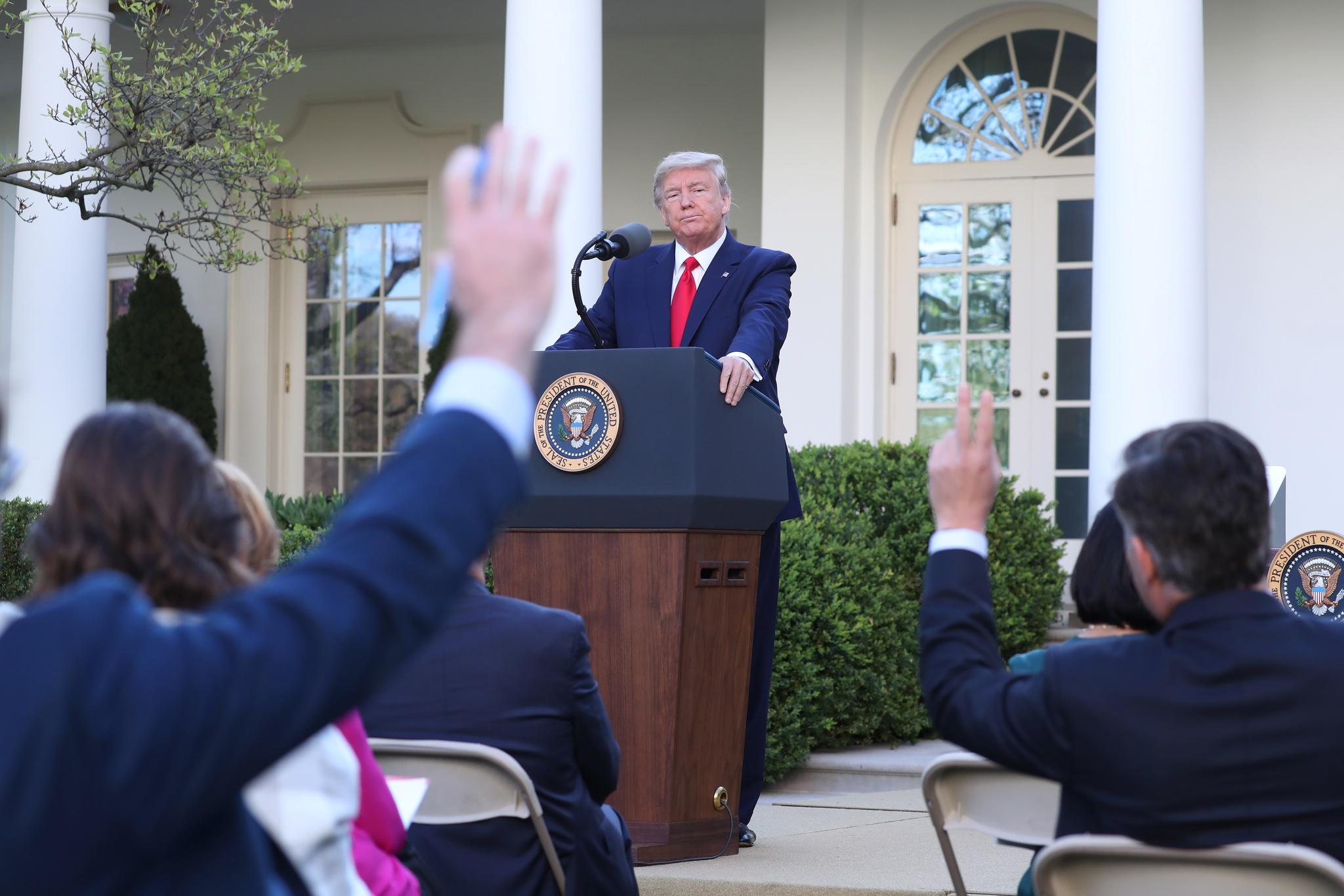 Donald Trump a lidar com a crise da covid-19