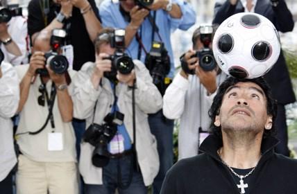 """d9771e45fea Maradona elogia Bolatti e diz que Argentina """"é Messi e mais dez ..."""